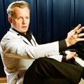 Денис Мажуков (вокал, фортепиано, рок-н-ролл, ритм-н-блюз)